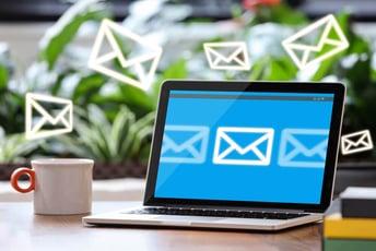 ステップメールはどう活用する?シナリオや頻度についても解説